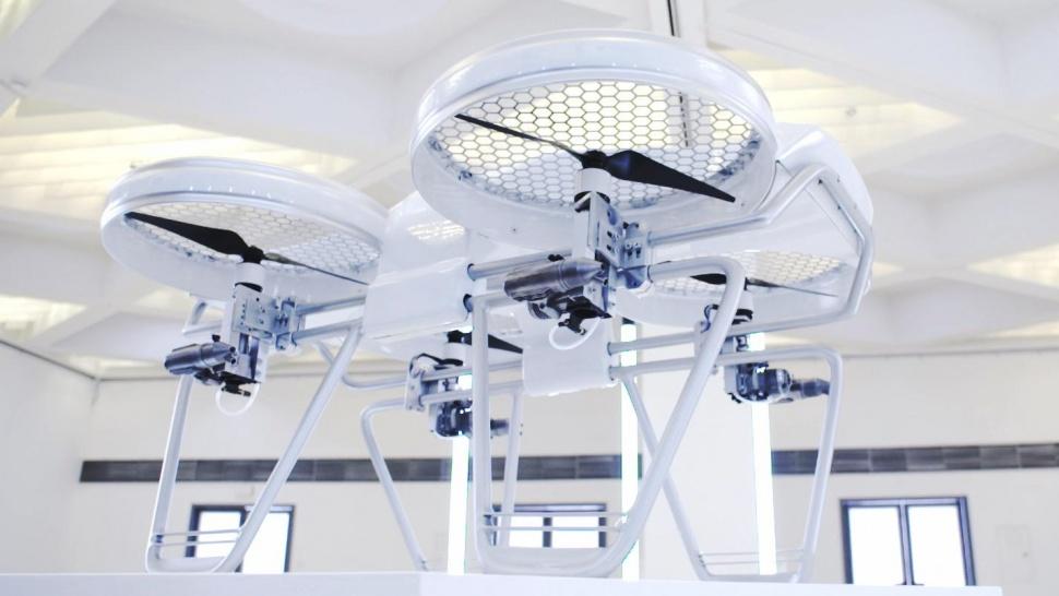 Квадрокоптер на бензине - новое слово в мире дронов