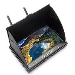 В комплекте к монитору для Eachine идут небольшие шторки, которые защищают экран от попадания на него лучей солнца.