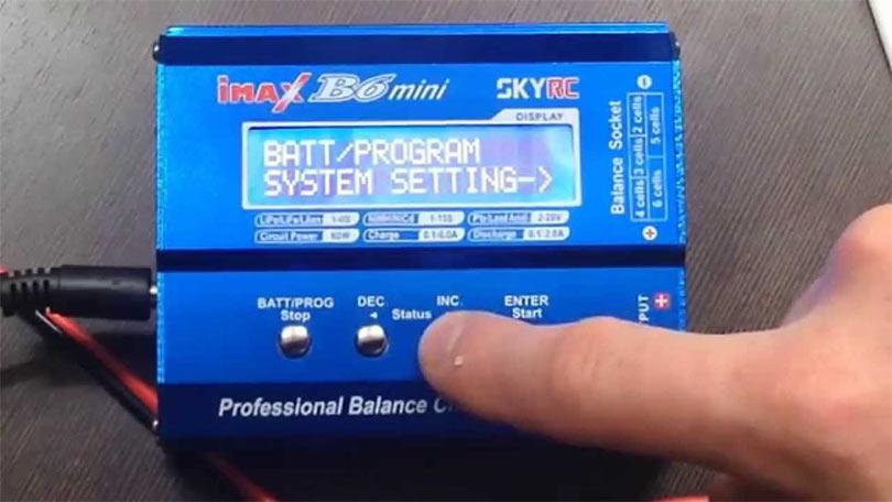 Зарядное устройства для Eachine (гоночного рэйсера) имеет встроенный балансир и предназначено для любых батарей