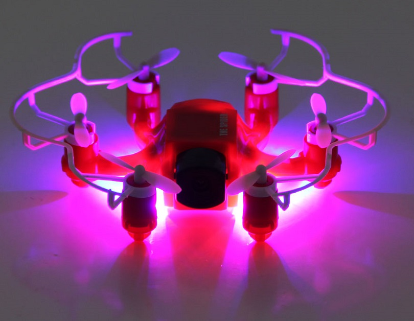 Гексакоптер FQ777-126C Mini Spider заряжается при помощи пульта управления