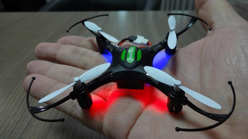 Квадрокоптер Eachine H8W Mini отличается простым управлением