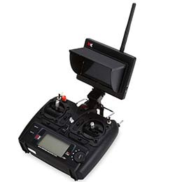 Пульт для управления беспилотным летательным аппаратом ХК выглядит достаточно солидно с антенной и приемником-экраном