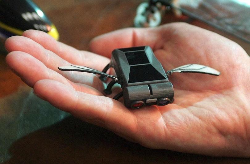 Amazon запатентовал мини дронов помощников
