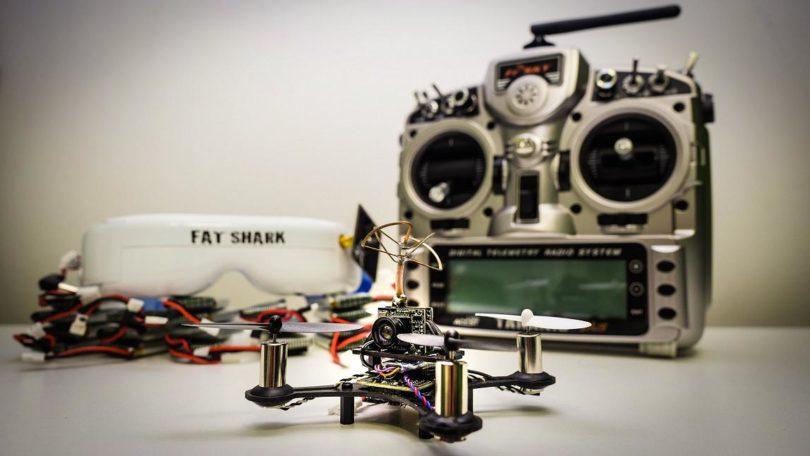 Отличная модель EACHINE TINY QX90 PARTS имеет в комплекте все, что необходимо для полета
