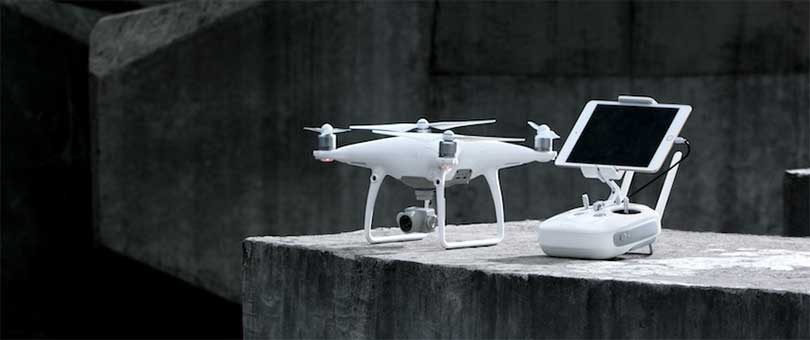 Квадрокоптер DJI Phantom 4 Advanced дешевле немного чем Про-версия